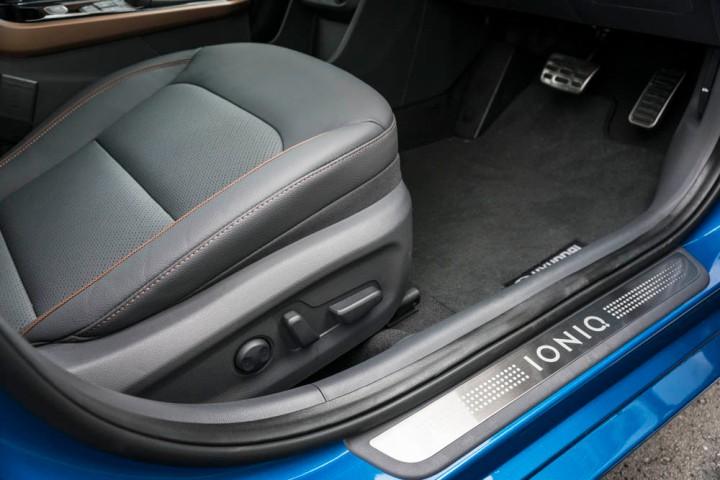 2016-Hyundai-Ioniq-192.jpg