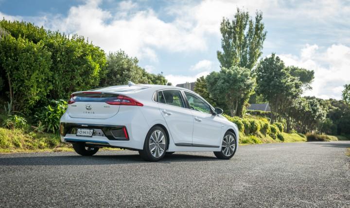 2017-Hyundai-Ioniq-Hybrid-24-Edit(1)