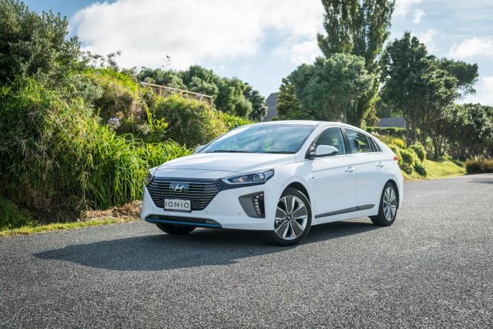 2017-Hyundai-Ioniq-Hybrid-28-Edit