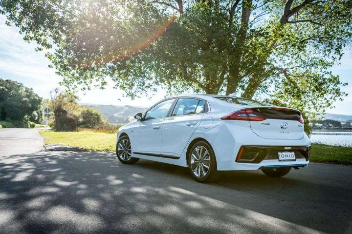 2017-Hyundai-Ioniq-Hybrid-40-Edit