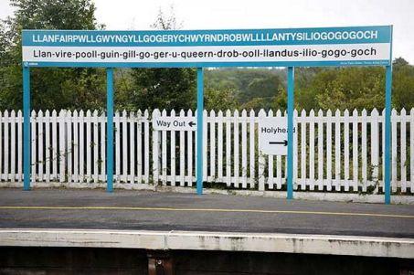 train-station-at-llanfairpwllgwyngyllgogerychwyrndrobwllllantysiliogogogoch-pic-rex-features-image-1-324436763.jpg