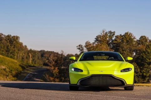 Aston Martin Vantage_Lime Essence_08 (1).jpg