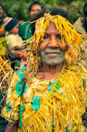 56611157-kubor-range-papua-new-guinea-july-2015-native-woman-with-white-colour-on-face-is-covered-in-yellow-s.jpg